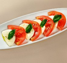 Tomato and mozzarella cheese salad