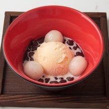 Shiratama zenzai (sweet red bean soup with rice-flour dumplings)