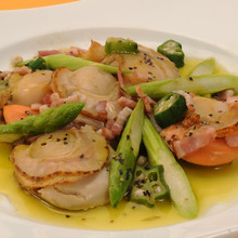 Stir-fried scallops and asparagus