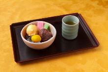 Anmitsu (agar gelatin with fruits, sweetened red beans and sweet red bean paste)