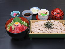 Raw fatty tuna and spring onion rice bowl and soba meal set