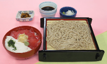 Tuna rice bowl and buckwheat noodles served on a bamboo strainer