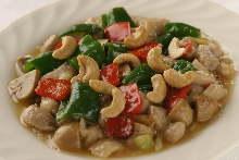 Stir-fried chicken and cashew nuts