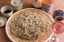 Buckwheat noodles on a bamboo strainer with duck and seasonal vegetable tempura