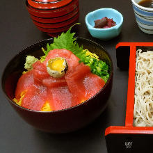 Two-colored tuna rice bowl and buckwheat noodle meal