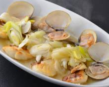 真鯛の蒸焼き、蛤と長葱入りソース
