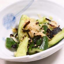 Food dressed with salted kelp