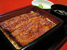 Eel served over rice in a lacquered box