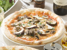 Anchovy sauce pizza