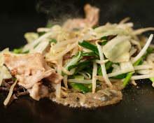 Stir-fried pork and garlic chives