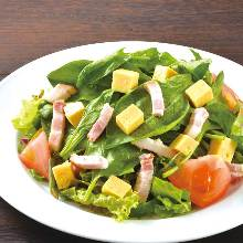 Bacon and spinach salad