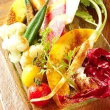 彩り野菜のガーデン風サラダ