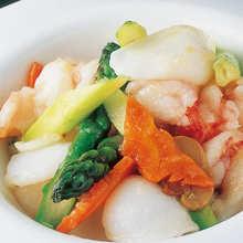 Stir-fried seasonal vegetables and garlic