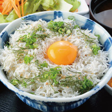 Boiled whitebait rice bowl