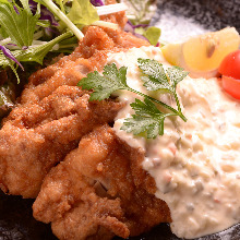 Fried chicken with vinegar and tartar sauce