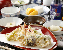 7,560 JPY Course (6 Items)Appetizer/Assorted tempura/Pickled vegetables/Rice/Miso soup/Dessert