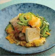 沖縄料理の名物「ゴーヤチャンプル」