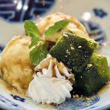 Bracken-starch dumplings with powdered green tea served with vanilla ice cream