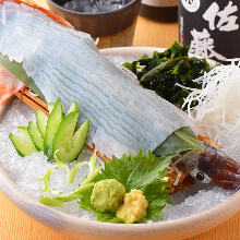 Live squid sugata-zukuri (sliced sashimi served maintaining the look of the whole squid)