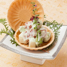 Tuna and avocado with mayonnaise dressing