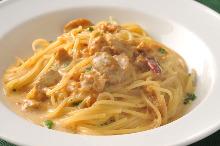 Pasta with cream of sea urchin