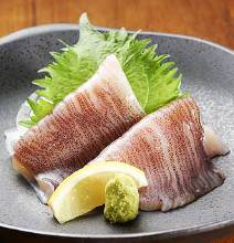 あえて皮付。だから『甘みが強く旨みが濃い』 日本海産皮付き烏賊のお刺身