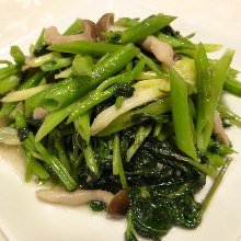 Salted Chinese cabbage and garlic stir-fry