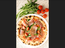 Prosciutto and vegetable pizza