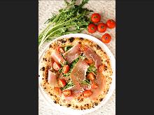 Prosciutto and vegetable pizza
