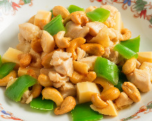 Chicken and cashew nuts stir-fry