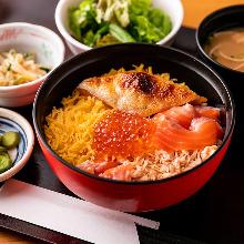 Salmon roe and salmon oyako rice bowl set meal
