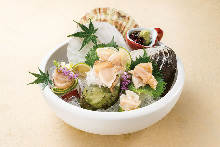 Assorted shellfish sashimi
