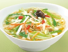 Noodles with vegetable toppings