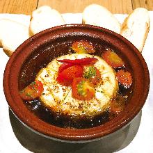 Tomato and cheese al ajillo