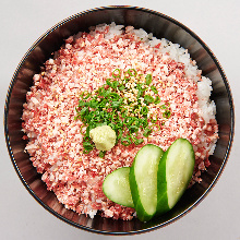 Flaked fatty beef rice bowl