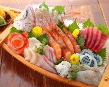 Sashimi boat (7 selections)