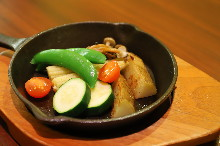 Vegetables topped with raclette cheese