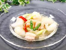Stir-fried shark fin and seafood