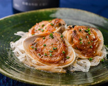 Grilled common orient clams with butter