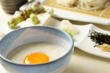 Buckwheat noodles with a raw egg and grated yam