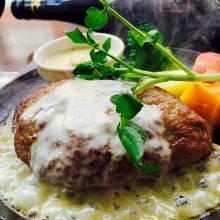 Hamburg steak with cheese sauce