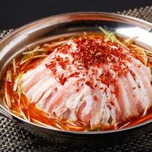 美豚とたっぷり野菜の辛味噌包み鍋