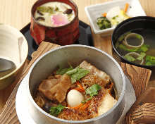 Chicken kamameshi (pot rice)
