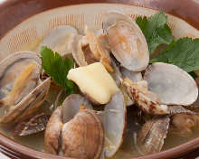 Grilled clams with butter