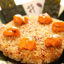 Grilled rice ball topped with sea urchin