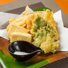 Tempura of seasonal taste