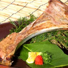 Salted and grilled tuna collar meat