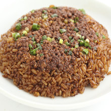Fried rice with beef and lettuce