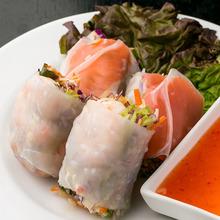 Goi cuon (raw spring rolls)