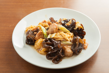 Egg stir-fry with pork and black fungus